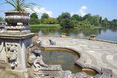 Ornate patio at a lakeside, Italian garden, Hever Castle, Kent, England — Stock Photo