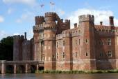 Bridge, moated castle. Herstmonceux Castle, East Sussex, England — Stock Photo