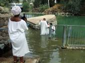 Christians baptizing in the Baptismal site in Israel — Stock Photo