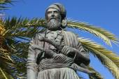 Statue of Anaghnostis Mantakas, Chania, Crete, Greece — Stock Photo