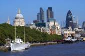 River Thames bank, London, England — Stock Photo