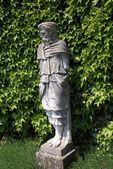 Mann-Statue im Hever Castle Garden in Hever, Edenbridge, Kent, England — Stockfoto