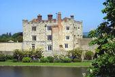 Leeds Castle in Maidstone, Kent, England, Europe — Stock Photo