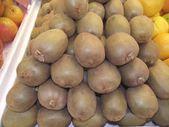 Kiwi. kiwis. Groseille de Chine. fruits tropicaux — Photo