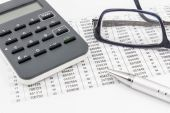 TAN generator, glasses, ballpoint pen and TAN list for online banking — Stockfoto