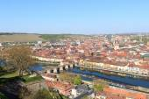 Historic city of Wurzburg with bridge Alte Mainbrucke, Germany — Stock Photo