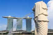 Merlion statue and Marina Bay Sands hotel, Singapore — Stock Photo