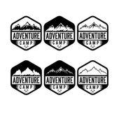 Reeks van vintage etiketten avontuur kamp — Stockvector