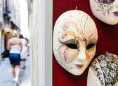 Venice, Italy, July 2012 Carnival masks on the wall tourist shop — Stock Photo
