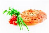 Georgian dish: achma khachapuri with summer vegetables — Stock Photo