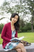 Woman reading book outdoor — Foto de Stock