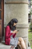 Woman typing message outdoor — Foto Stock