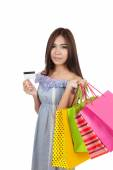Beautiful Asian woman hold shopping bags show a credit card — Stock Photo