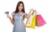Beautiful Asian woman hold shopping bags show 4 credit cards — Stock Photo