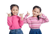 Asian twin sisters show thumbs up — Stockfoto