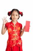 Asian girl in chinese cheongsam dress show OK with red envelope — Stock Photo