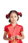 Asian girl in chinese cheongsam dress with red envelope — Stock Photo