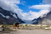 Athabaska Glacier on Icefield Parkway in all it's splendeur, Alb — Stock Photo
