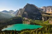 Trekking w grinnel nad jeziorem szlaku, park narodowy glacier, montana, — Zdjęcie stockowe