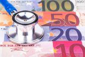 Stethoscope and money — Stock Photo