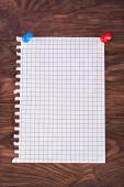 Paper attached pushpin — Stock Photo