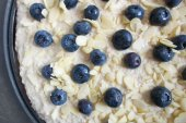 Low carb healthy blueberries cake with almond — Stock Photo