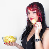 Pretty woman holding unhealthy food — Stockfoto