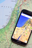 Smartphone on map showing Israel — Foto de Stock
