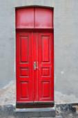 Eski kırmızı kapı — Stok fotoğraf