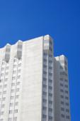 Edificio de oficinas blanco — Foto de Stock