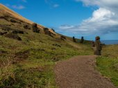 Path Through Scattered Moai — Stock Photo