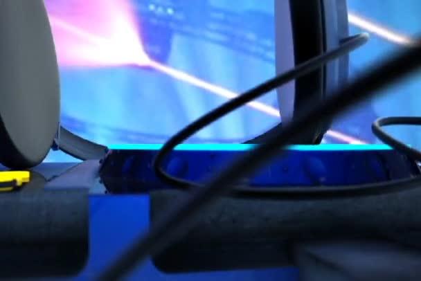 Dj , music, disco , headphones, remote control , the atmosphere , the club vecheinka , neons — Vidéo