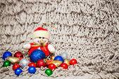 Decoração de Natal em fundo quente com boneco de neve — Fotografia Stock