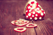 Decoration with red hearts and wedding rings on the wooden backg — Fotografia Stock