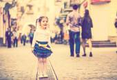 Little pretty girl walking on the city street — Stock Photo