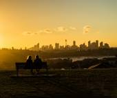 Watching the city at sunset — Stock Photo