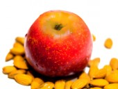 Apple and nuts — Stock Photo