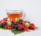 Sweet hot black tea with assorted berry — Stock Photo