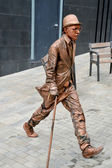 Barcelona, Spain - Aug 20, 2014: Street performer in Barcelona, acting like a bronze statue — Stock Photo