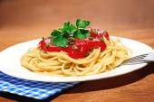 Hot pasta (spagetti) with tomato sauce — Stock Photo