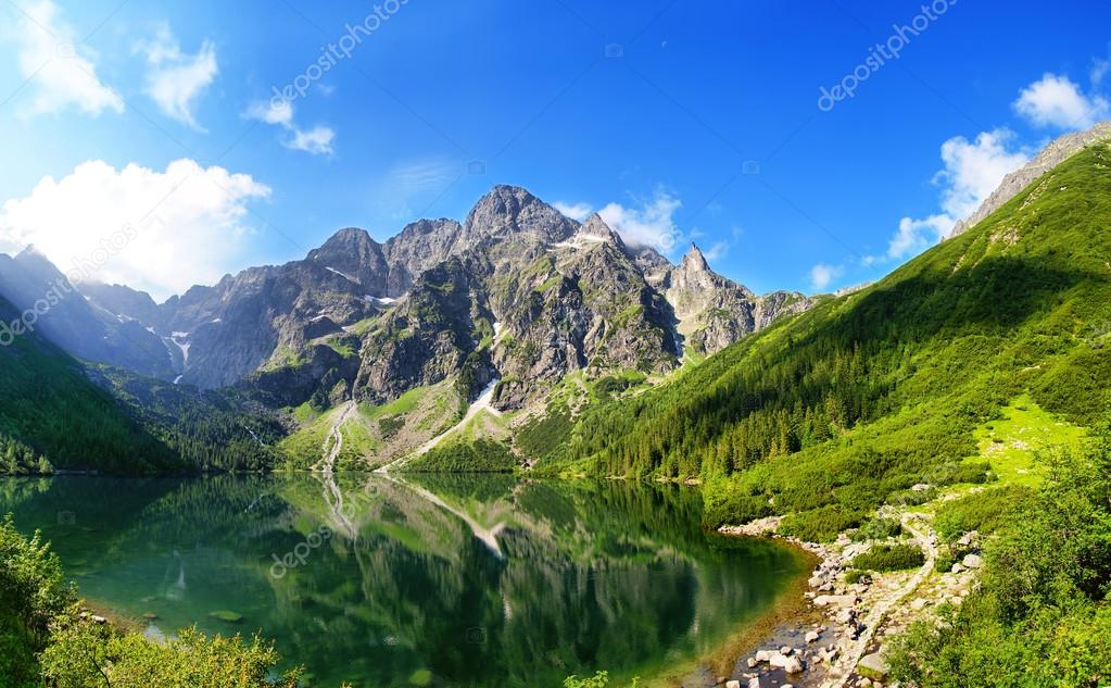 Фотообои Tatra mountains and Eye of the Sea in Poland