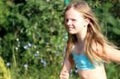 Smiling girl running — Stock Photo