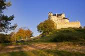 Autumn view of the beauty medieval castle in Bobolice, Poland — Stock Photo