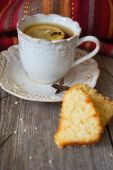 Cake with tea — Stock Photo