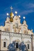 Old white monastery in Kiev Pechersk Lavra. Orthodox Christian m — Foto de Stock