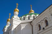 Old white monastery in Kiev Pechersk Lavra. Orthodox Christian m — Stock Photo