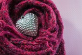 Valentines Day background with Close up Silver heart on scarves. — Φωτογραφία Αρχείου