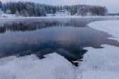 Giornata invernale sul lago — Foto Stock