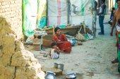 Family in slum of India — Stock Photo