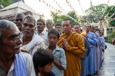 Indian people queue for pray — Stock Photo